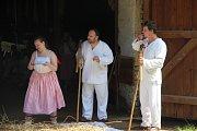 Folklorní soubory v sobotu v Hanáckém skanzenu v Příkazích na Olomoucku předváděly, jak dříve vypadaly žně a dožatná.