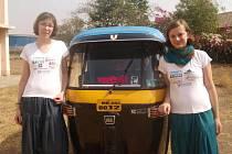 Fotografie s rikšou (typickým indickým dopravním prostředkem) a sponzorskými triky