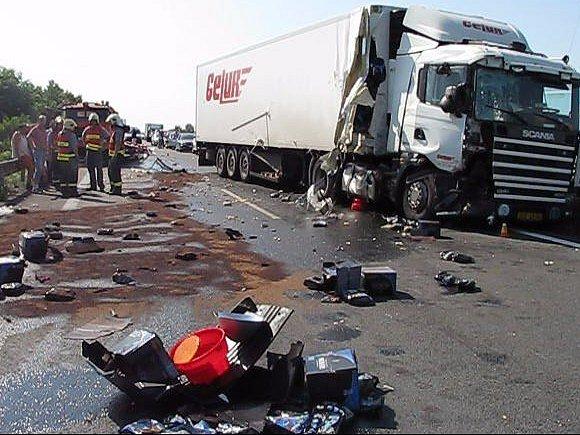 Havarovaný kamion u Příkaz