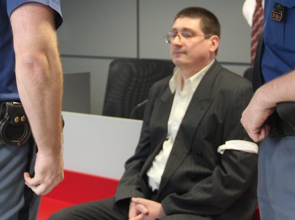 Pavel Nárožný při posledním líčení u krajského soudu v Olomouci, kdy si vyslechl rozsudek 13 let vězení za přípravu vraždy své tety