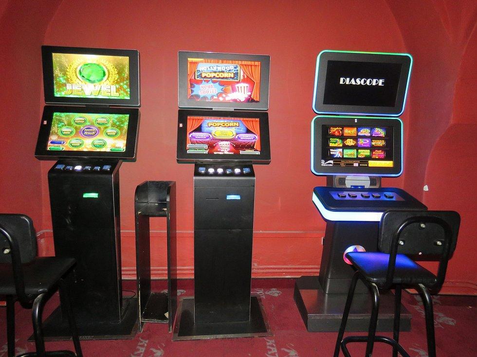 Celníci v Olomouckém kraji odhalili osm nelegálních heren a v nich zajistili nelegální automaty.