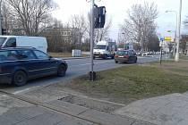 Doprava v Olomouci - Hejčíně je neúnosná, Erenburgova a Tomkova ulice suplují chybějící severní spoj, zlobí se místní obyvatelé.