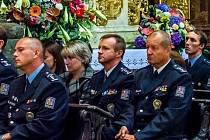 Policisté se v olomouckém chrámu sv. Michala modlili za bezpečí v zemi i za oběti trestných činů