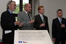 Ředitel Muzea umění Pavel Zatloukal (vlevo) s ministry zemí Visegrádu