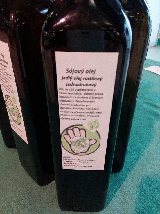 Sójový olej z Hané je v České republice unikátem. Ze sojových bobů v tuzemsku jej lisuje zřejmě jen Roman Koutek z Topolan.