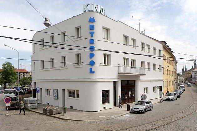 Kino Metropol po rekonstrukci fasády a snovým nápisem
