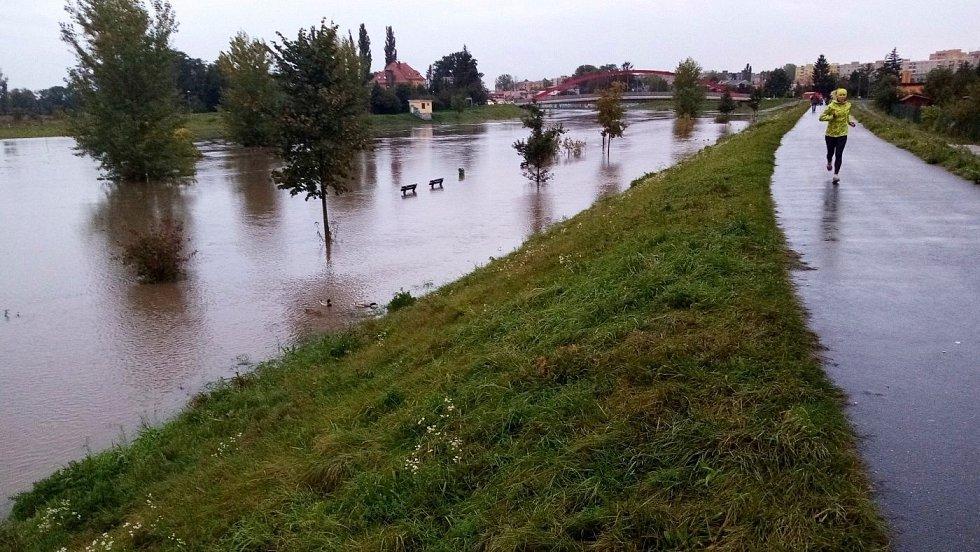 Morava na Nových Sadech v Olomouci, 14. října vpodvečer