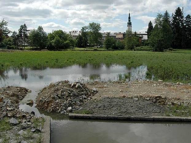 Opravovaný Olomoucký rybník v Litovli