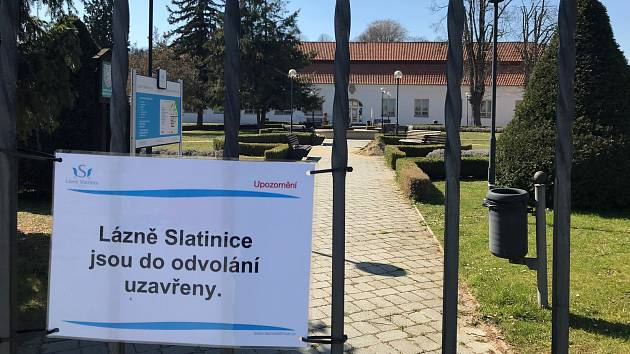 Lázně Slatinice jsou prázdné. Lázeňská obec poloprázdná. Vedení společnosti Lázně Slatinice rozhodlo o úplném uzavření v souvislosti s epidemií onemocnění Covid-19.