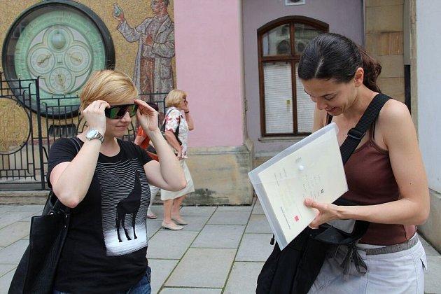 Auž nic nevidím. Trpělivou průvodkyní mi bude vedoucí olomouckého Tyfloservisu Darina Růžičková.