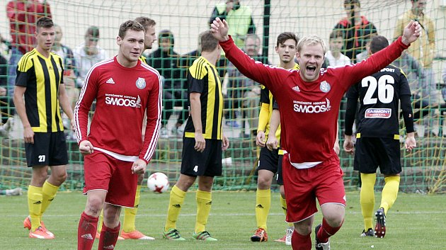 Fotbalisté Nových Sadů (v černo-žlutém) podlehli Ústí 0:7