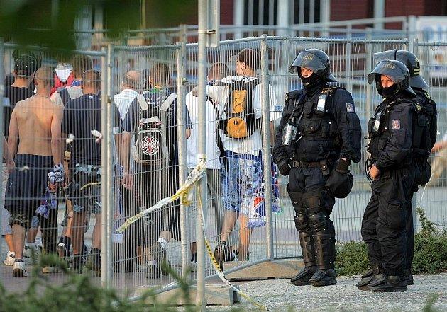 Policie dohlédla na fanoušky