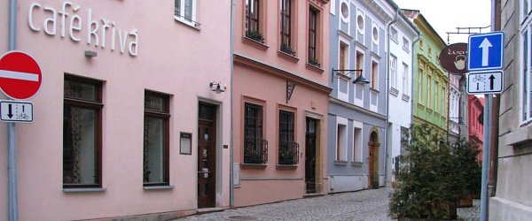 Jednosměrka vKřivé ulici