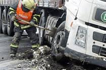 Kamion zablokoval silnici nad Šternberkem.