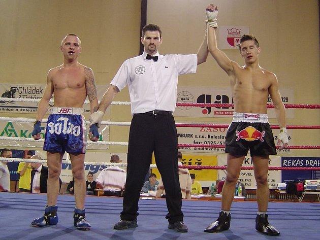 Michal Prstek (uprostřed)