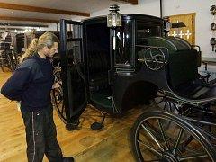 Vévodské cupé s původním koženým čalouněním, uvidí také návštěvníci pražské výstavy