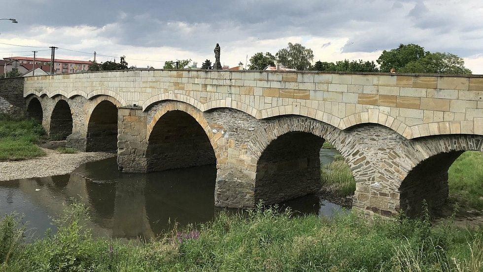 Svatojánský most byl dostavěn kolem roku 1592 a je nejstarším mostem na území Moravy. 23. července 2020
