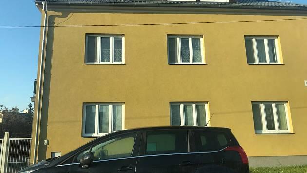 V bytě v Olomouci-Holici došlo k vraždě a následné sebevraždě. Policie ve čtvrtek potvrdila, že v Partyzánské ulici zemřela třicetiletá žena násilnou smrtí a o tři roky starší muž následně spáchal sebevraždu