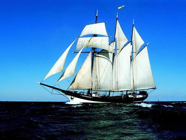 Šimon Pelikán vyrazí na cestu kolem světa shistorickou plachetnicí už vneděli. Stráví na ní pětatřicet dní.