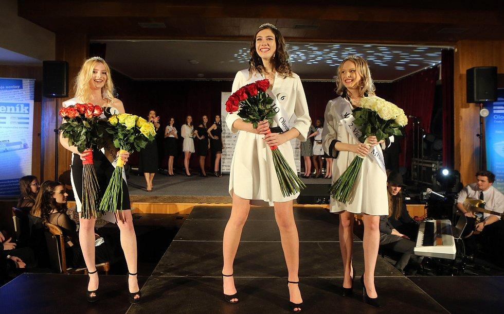 Semifinále 6.ročníku soutěže Miss OK ve Velké Bystřici. Miss Jitka Hoczová ( uprostřed ), 1. vícemis  Nikol Vencová ( vlevo )2. vícemis  Simona Kamešová ( vpravo )
