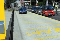 Zmatky na tzv. vídeňských zastávkách po otevření opravené Wolkerovy ulice v srpnu 2011