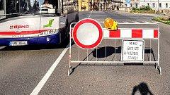 Pondělí 21. května 2018. Uzavřený most přes Moravu u Bristolu v centru Olomouce