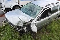 Nehoda osobního auta s náklaďákem v Brníčku