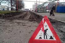 Odstraněný zpevněný povrch na silnicích v areálu bývalého podniku Sigma Lutín
