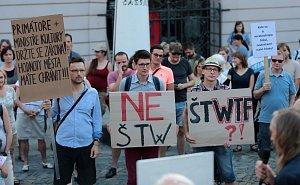 Demonstrace proti stavbě výškové budovy v lokalitě Šantovka