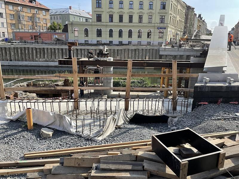Stavba Rejnoka, nového mostu přes Moravu na Masarykově třídě v Olomouci, 13. září 2021