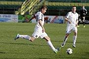 Fotbalisté Holice. Filip Rýdel (vlevo). Ilustrační foto