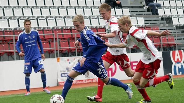Fotbalisté Sigmy B (v modrém) proti Zlínu B