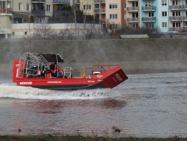 Testování ASAR airboatu na řece Moravě