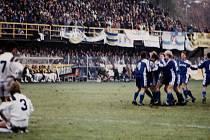 Sigma Olomouc porazila v Poháru UEFA v listopadu 1992 Fenerbahce Istanbul 7:1.Radost po jedné z branek