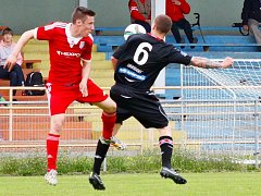 Fotbalisté Uničova (v červené). Ilustrační foto
