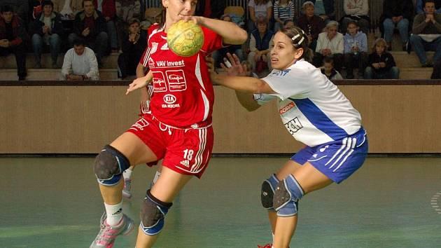 V sobotním utkání táhla Dámy za výhrou nad bratislavským Štartem svými brejky Barbora Stuchlová (vpravo). Úspěch v boji o šesté místo interligy by měl před play - off nabudit celý tým.