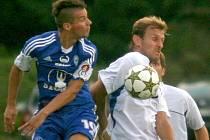 Jan Navrátil (vlevo) v pohárovém zápase Sigmy ve Slavičíně.