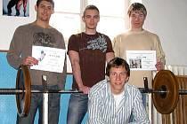 Mohelnický tým silových trojbojařů, nahoře první zleva vítěz krajského kola v jednotlivcích Lukáš Brotan.