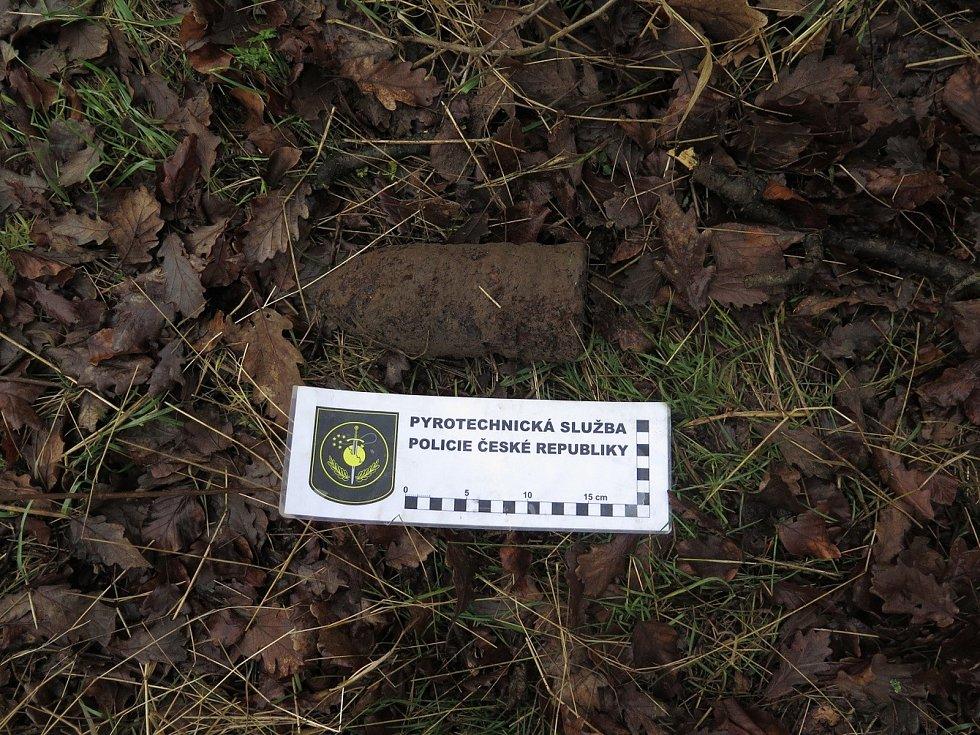 Granát nalezený u obce Lipina.