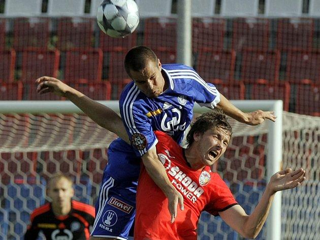 Martin Komárek v hlavičkovém souboji