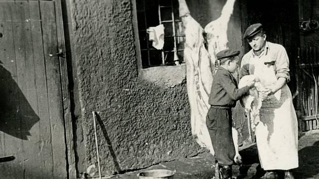 Zabijačka v Cholině v roce 1957