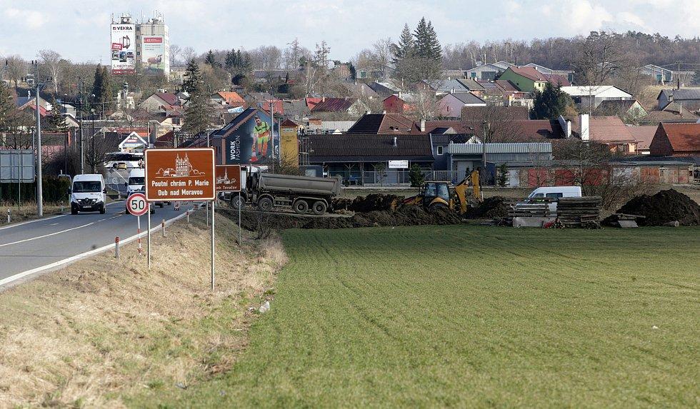 Silnice Olomouc - Přerov, stavba náhradníh přemostění u Kokor, březen 2021