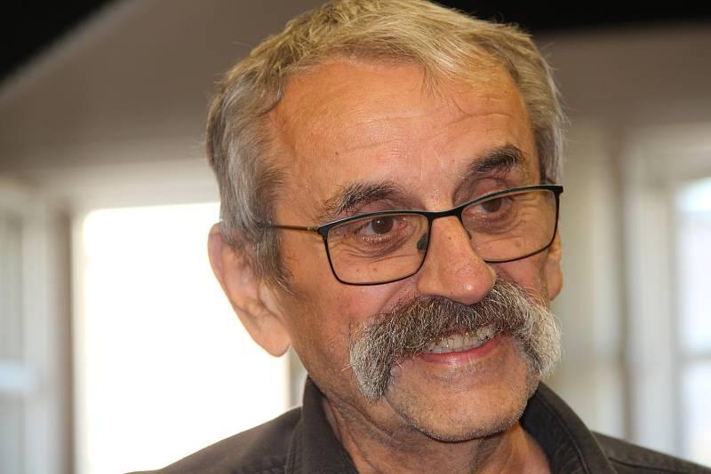 Lubomír Smékal, olomoucký psycholog, který se svým kamarádem z dětství Miroslavem Krobotem spolupracoval na několika jeho filmech