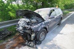 Nehoda osobního auta a kamionu na D35