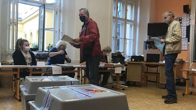 Volby na ZŠ 8. května v centru Olomouce, sobota 3. září 2020