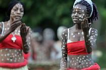 Tanečníci z Konga na hradě ve Šternberku