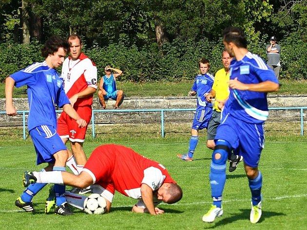 FK Šternberk (v modrém) vs. FC Hněvotín