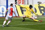 Čtvrtfinále českého fotbalového poháru MOL Cup: SK Sigma Olomouc - SK Slavia Praha 28. dubna 2021 v Olomouci. (zleva) Jan Bořil ze Slavie a brankář Slavie Ondřej Kolář.