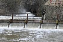 Odpouštění vody z Plumlovské přehrady