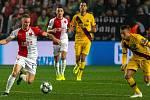 Petr Ševčík (vlevo). SK Slavia Praha - FC Barcelona, 23. října 2019 v Praze